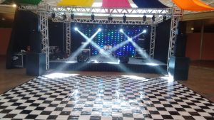 locação de palco e praticavel para festa